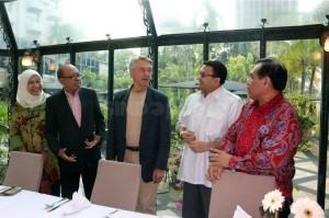 95519-perkembangan-teknologi-dan-masa-depan-pr-indonesia-PmW_highres